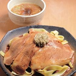 【眼福ラーメン】 東京・淡路町「とろ肉つけ麺 魚とん」
