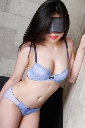 船橋・ホテヘル「全裸スペシャル」 幅広い世代の美女が部屋に入ると即全裸!エロ娘が欲望を肉棒にぶつけてくる!