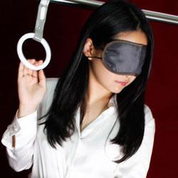 上野「いたずら痴漢電車in上野」 無料オプションで吊り革につ…