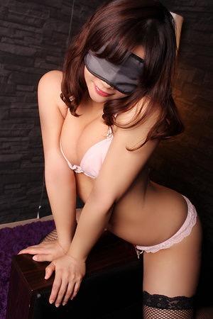 蒲田・ホテヘル「秘密の全裸プラチナクラブ」 オールマイティスケベ美女が、即ヌード、即ディープキス、即尺!