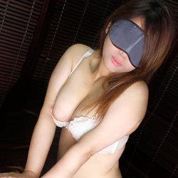 上野・ホテヘル「全裸の女神」 アイマスクをした女の子がコートを脱げば…即ディープキス!即尺!