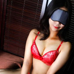 上野・ホテヘル「全裸の女神」 アイマスク、コートを脱ぐと一糸…